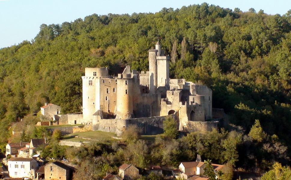 http://aubergeetquad47.pagesperso-orange.fr/photosauberge/chateau%20de%20bonaguil%20ensoleille.jpg